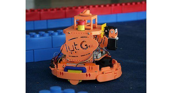 Projet de robot autonome pour les coupes de robotique sur dsPIC33